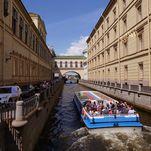 Balade en bateau sur les canaux et rivières de Saint-Pétersbourg