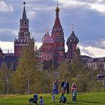 Le parc Zariadié à Moscou: vue sur la cathédrale de Saint-Basile-le-Bienheureux