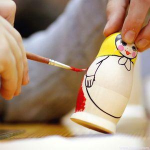 Atelier de peinture sur poupées russes Matriochka
