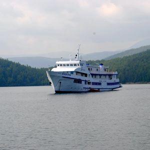 Croisière sur le lac Baïkal en été