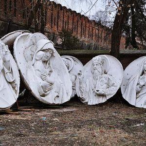 Донское кладбище - горельефы Храма Христа Спасителя