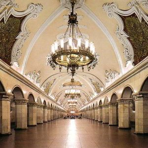 la station Comsomolskaye du métro de Moscou