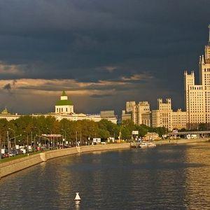 Les gratte-ciel staliniens - l'immeuble d'habitation sur la berge Kotelnitcheskaïa