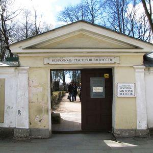 Necrópolis de maestros de artes (cementerio Tijvin) en San Petersburgo