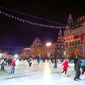 Pista de patinaje en la Plaza Roja de Moscú