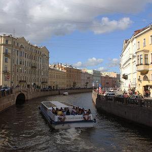 balade en bateau sur les canaux de Saint-Pétersbourg