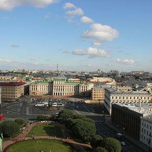 Vue panoramique de Saint-Pétersbourg depuis la colonnade de St Isaac