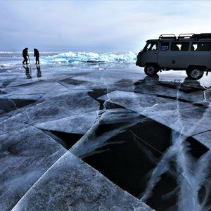 Traversée vers l'île d'Olkhon en voiture sur glace