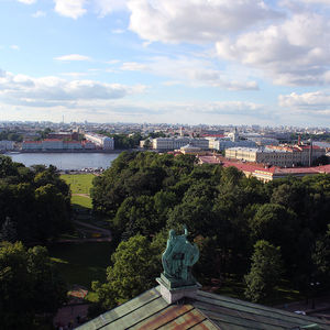 Vue sur la Néva et l'île Vassilievsky depuis la colonnade de Saint-Isaac
