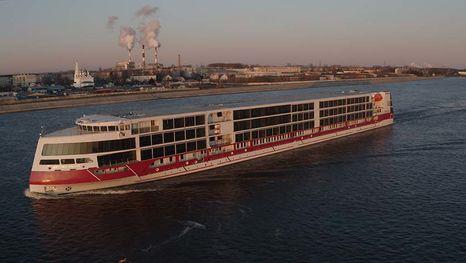 Le bateau de croisière Mustaï Karim
