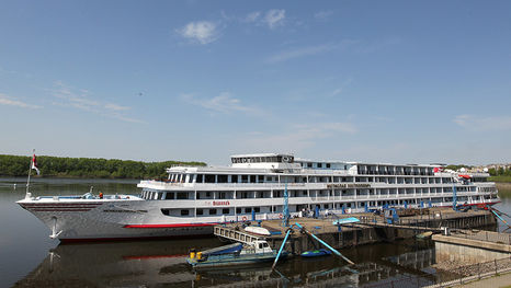 Barco crucero fluvial Mstislav Rostropóvich