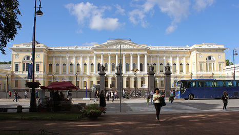 Le musée russe de Saint-Pétersbourg: le palais Michel - bâtiment principal