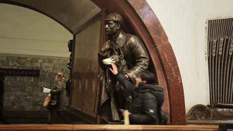 la station la Place de la Révolution (Plostchad' revolutsii) du métro de Moscou