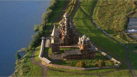 L'ensemble de l'île de Kiji (Kizhi), église de la Transfiguration du Christ